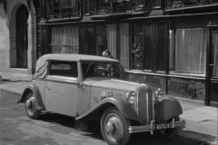 1933-Rosengart-Supertraction-LR500-dans-Quai-des-Orfevres-Film-1947