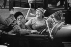 1936-Rosengart-5CV-Supercinq-LR4-N2-dans-Club-de-femmes-Film-1956